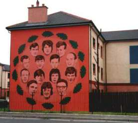 Derry, Irlandia Płn. grafitti przedstawiające 14 zabitych demonstrantów.