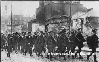 Irlandzcy więżniowie idący do Angielskich więzień